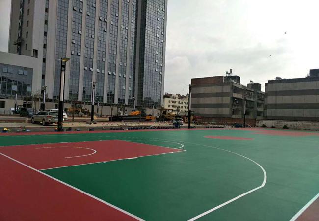 广东德朝云南省瑞丽市景城医院920平方室外硅PU球场 顺利完工!