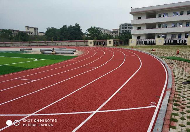 官宣:广西桂林市红旗中学透气型塑胶跑道竣工啦!